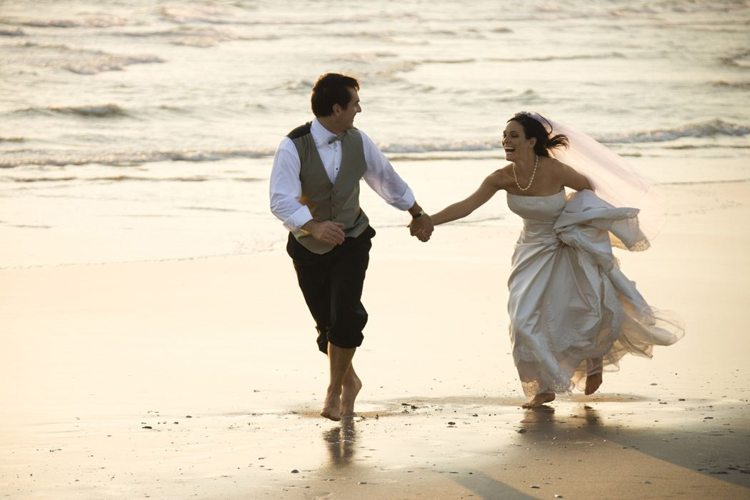 Couple getting married who are walking on the beach